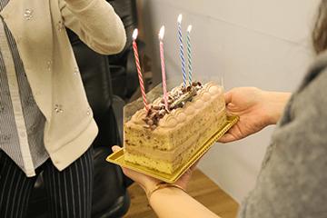 お誕生日会を開催して、生徒のお祝いをしました!